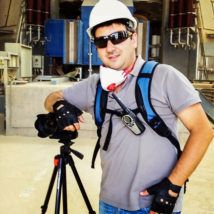 Isa Aydin on an industrial photoshoot with his cameras and tripod.