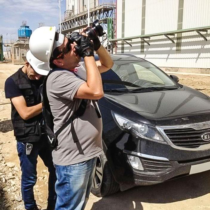 Isa Aydin doing industrial photoshoot on-site