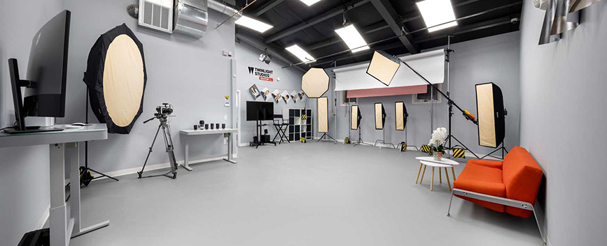 Isa Aydin Commercial Product Photography Studio interior shot displaying photo gears and lightning equipment