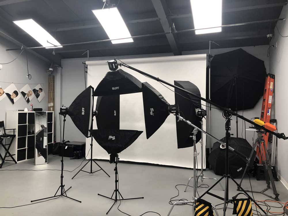Lighting setup in studio commercial photography at ISA AYDIN PHOTOGRAPHY